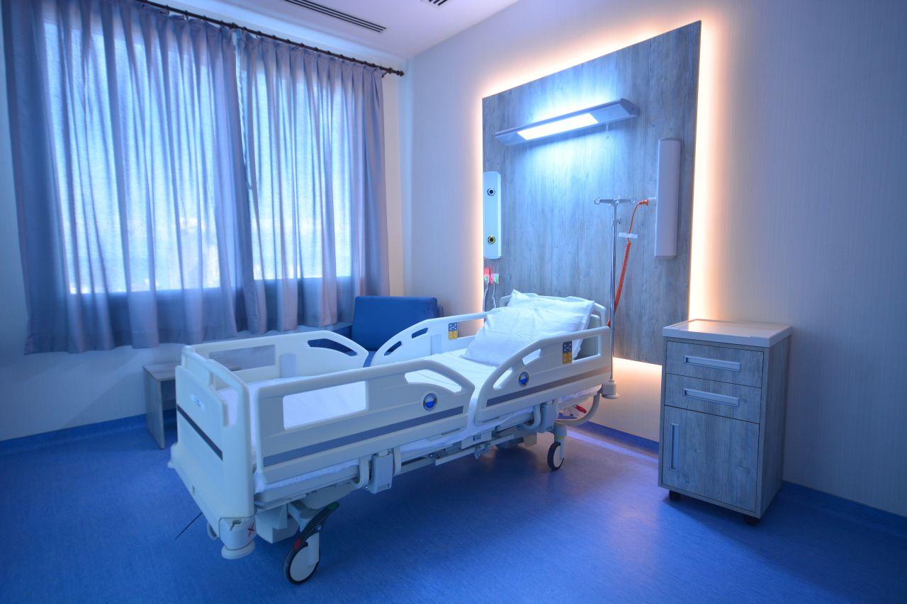 Dr. Suat GÜNSEL Girne Üniversitesi Hastanesi Cumhuriyet Bayramı'nda Hizmette…